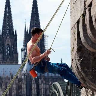 Lavoro su fune di tipo acrobatico