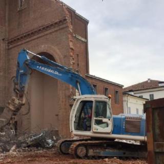 Lavori di demolizione in cantiere